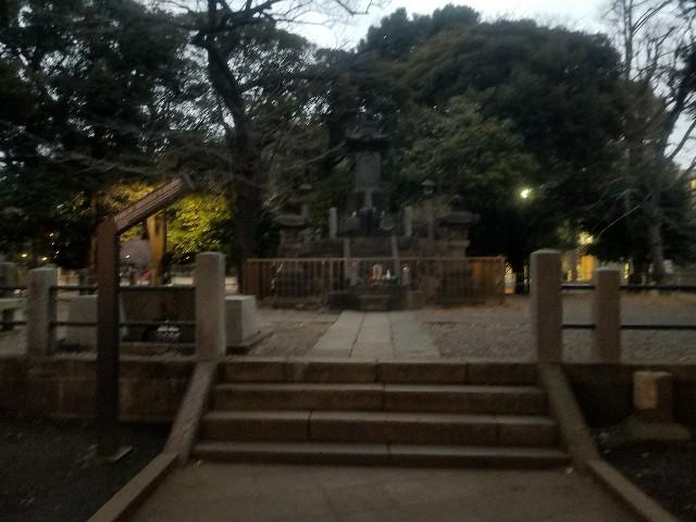 上野公園内西郷銅像裏にある彰義隊士の墓