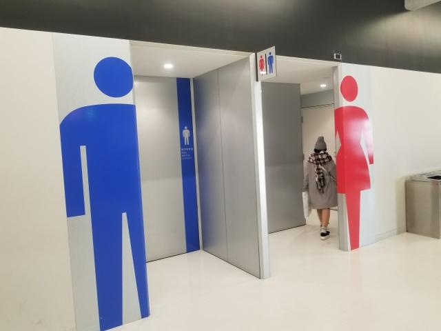当然トイレもありますし