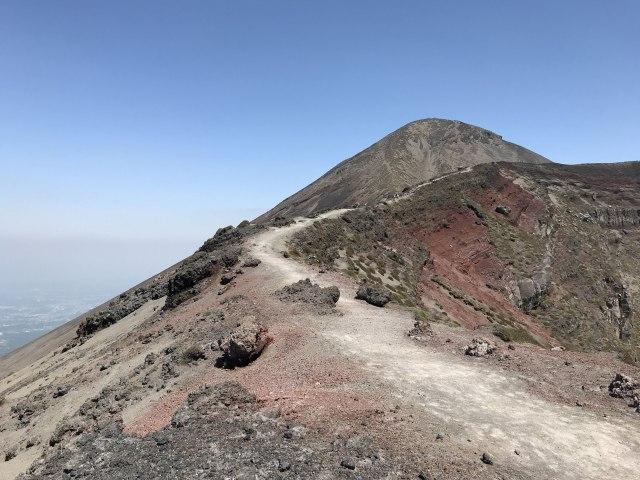 高千穂峰の御鉢『馬の背』