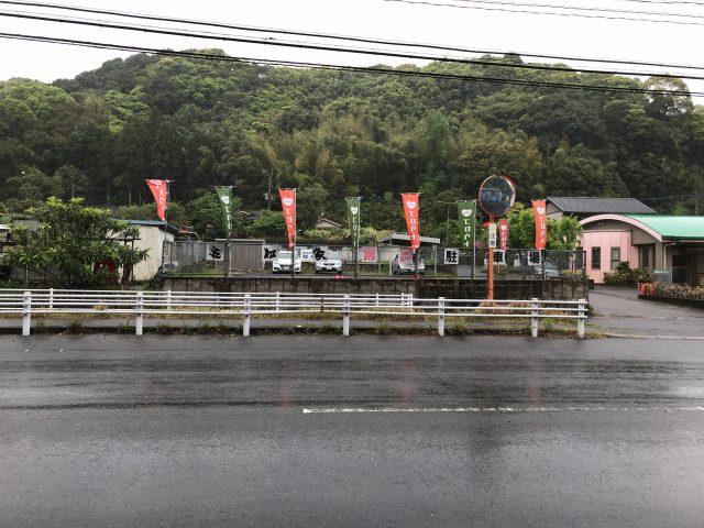 『五郎家(568)』店舗前の道路を挟んで第二駐車場がある