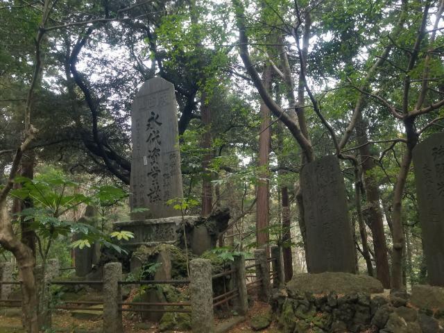 公園内各所には松尾芭蕉や高浜虚子など著名な文人たちの句碑がある