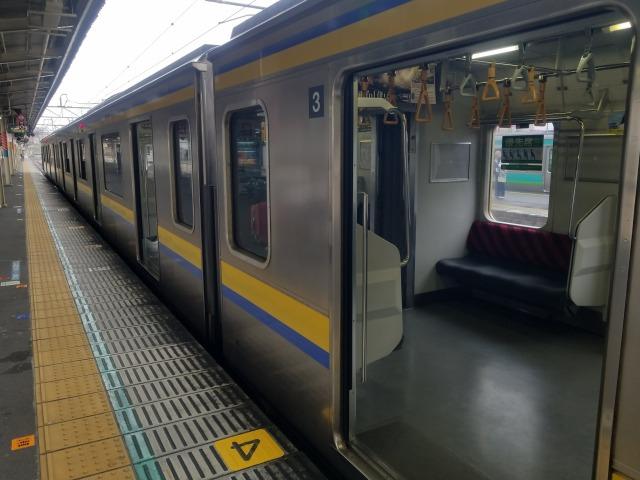 ひと駅前の「成田駅」で降りると良い