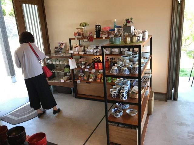茶碗やお皿なども販売されています