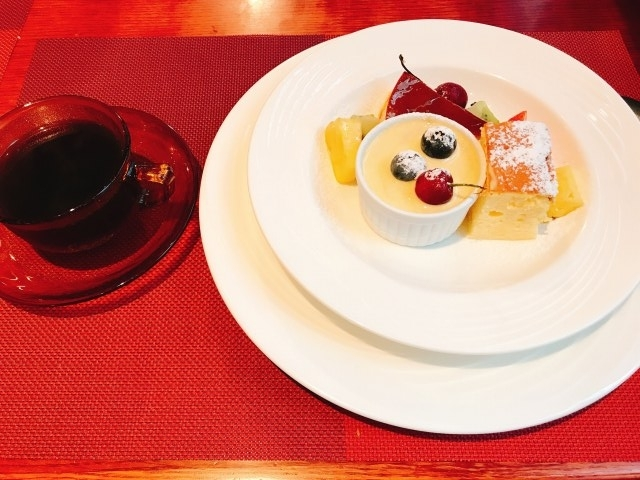 本日のデザート(おまかせ盛り合わせ)とコーヒー