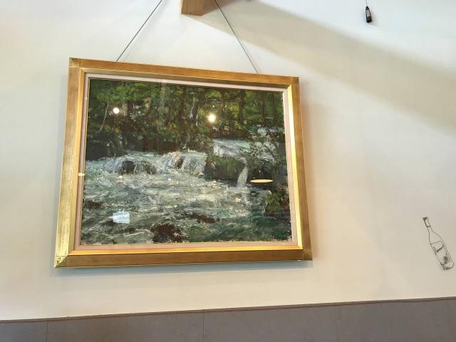 壁には絵画を飾ってあったり、一帯のインテリアに好感がもてます