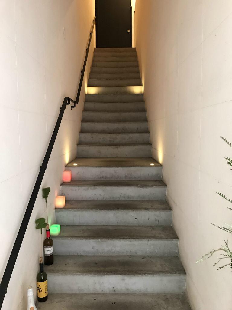 2階への階段もワクワク感がとても伝わる感じ
