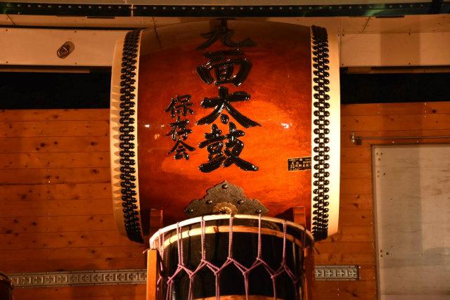 幻想的な雰囲気の中、天にも届けと打ち鳴らされる勇壮な太鼓が人々を魅了していました
