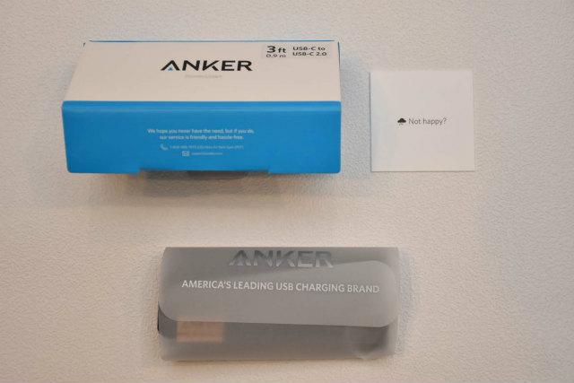 箱はいつものAnker社の白と青を基調としたもの