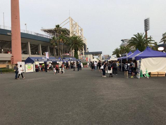 すぐ左側にスタジアムが見えてきます