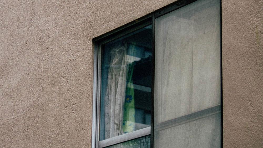 第四話『窓から覗く影』- 午前0時の、誰も読まないであろう、普通の階段の怪談 -