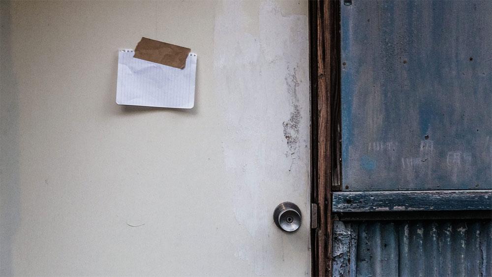 あなたも部屋のドアをノックしたくなる、本当はコワい賃貸物件。