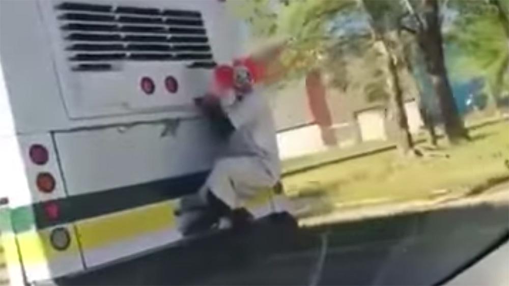 犯罪都市デトロイトで、走行中の市営バスにピエロの襲来。