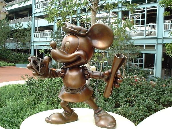 東京ディスニーシーエントランス前ミッキーマウス像