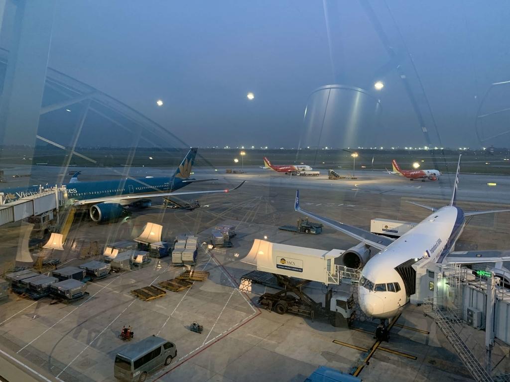 タンソンニャット 空港