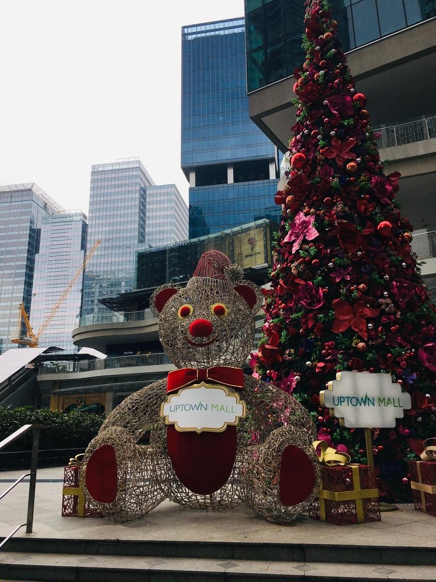 街中がクリスマスで夜はライトアップされて綺麗