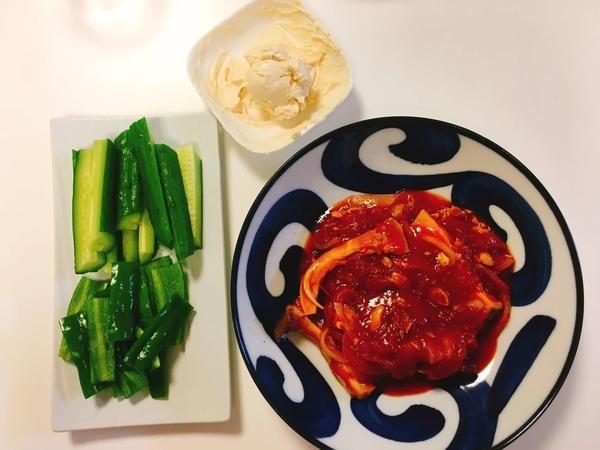 さばのトマト煮、生野菜のクリームチーズディップ
