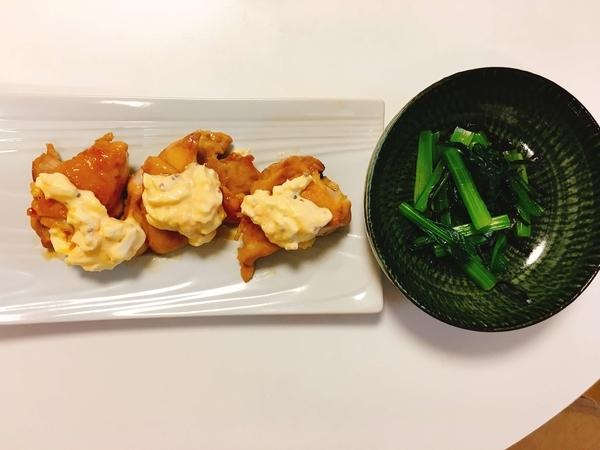 照り焼きチキンタルタルソースがけ、小松菜の塩昆布あえ