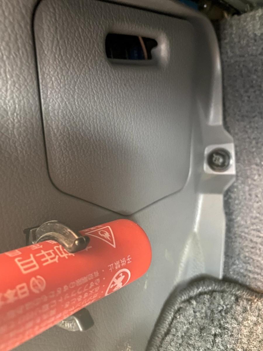 ランクル70 ドライブレコーダーの取り付け。ヒューズボックスから電源を取る。
