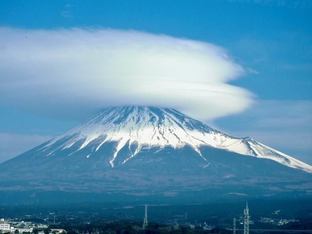 傘かぶった富士山