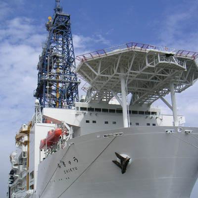 地球深部探査船「ちきゅう」一般公開。でけー!