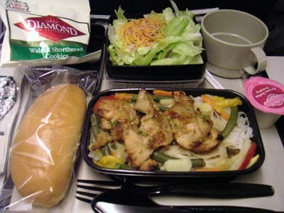 UA台湾行きの機内食はチキンorパスタ、帰りはビーフorヌードルでした。
