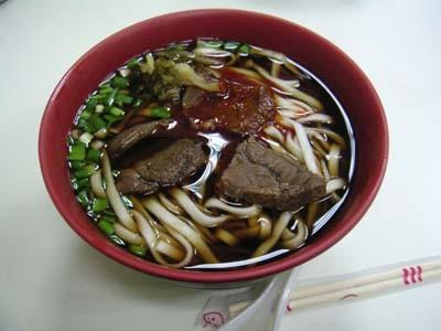 台湾牛肉麺。香りが独特。ピリ辛でおいしい。