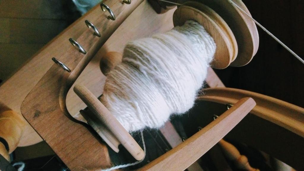 紡ぎ車で糸を紡いだところ