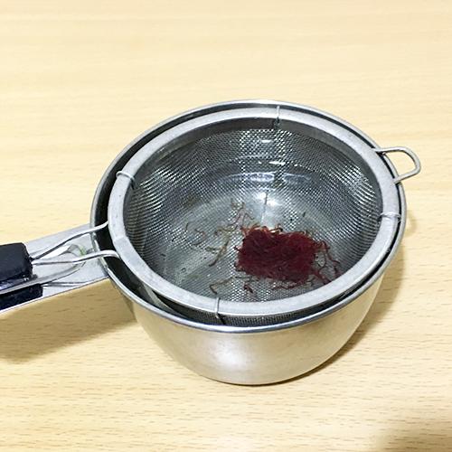 水でほぐれる冷凍赤虫の画像