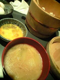 定食についてる豚汁と生卵@心斎橋 橙家