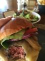 ルームサービスのハンバーガー@フォーシーズンズ ジンバラン