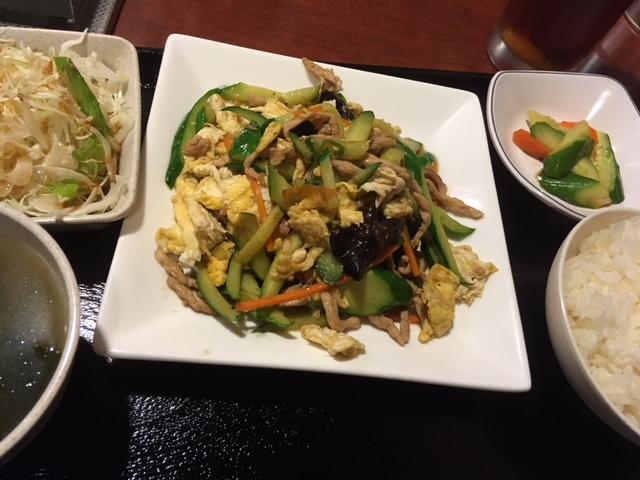 キクラゲと卵と豚肉の炒め物@島之内 艶家