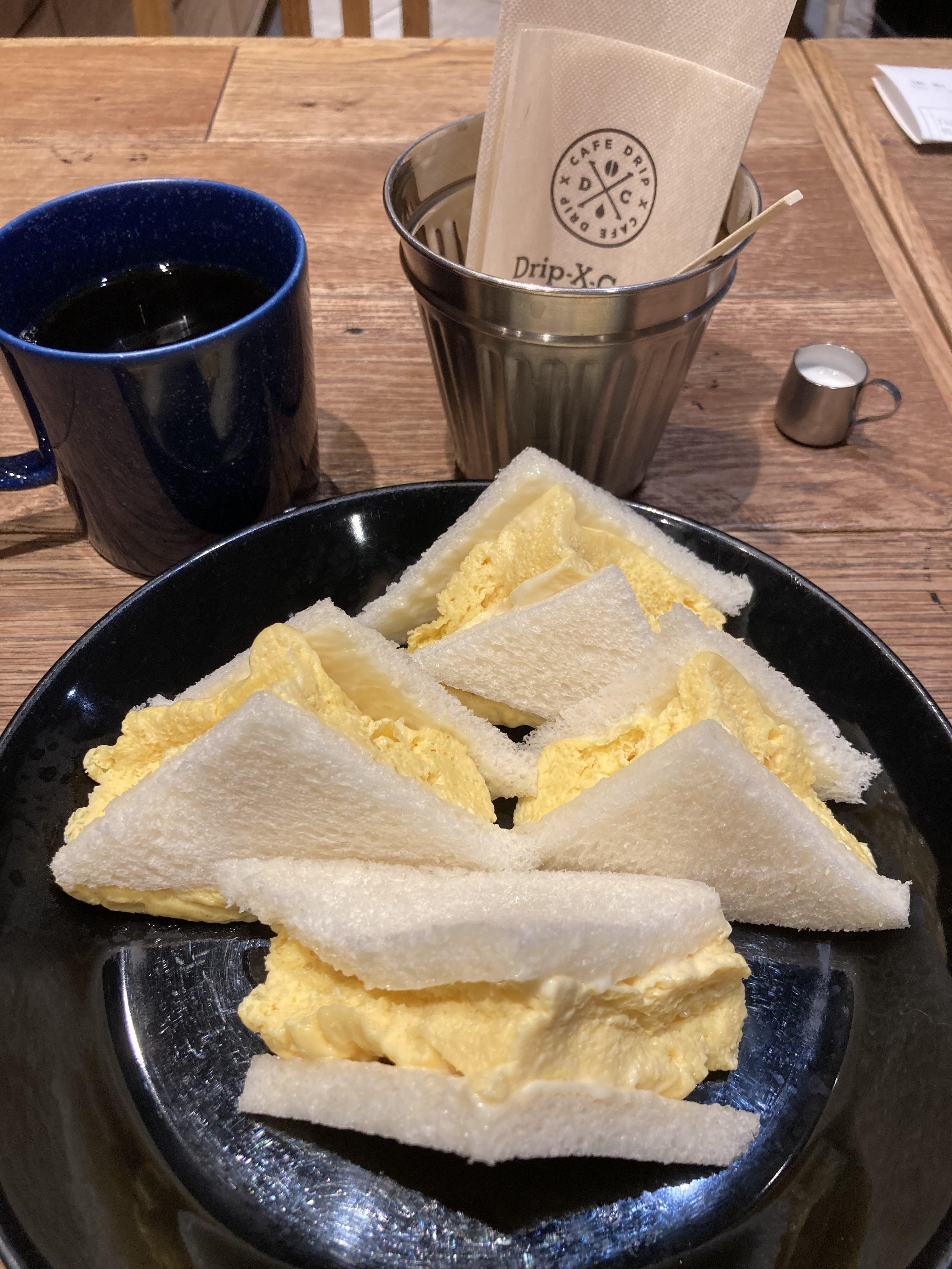 ブレンドコーヒーと玉子サンド@新大阪駅 drip-x-cafe