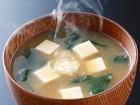 お味噌と豆腐を使ったお味噌汁は女性にお勧め