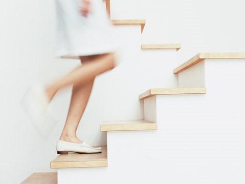 階段の昇り降りも立派なエクササイズ