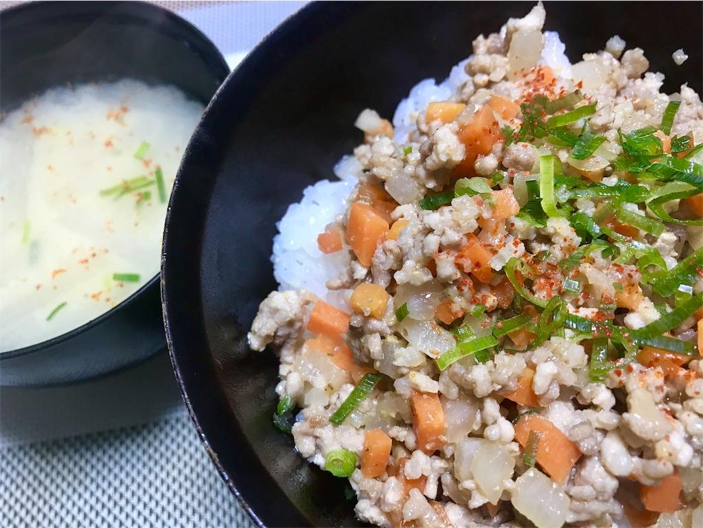 豚そぼろ丼と大根のお味噌汁