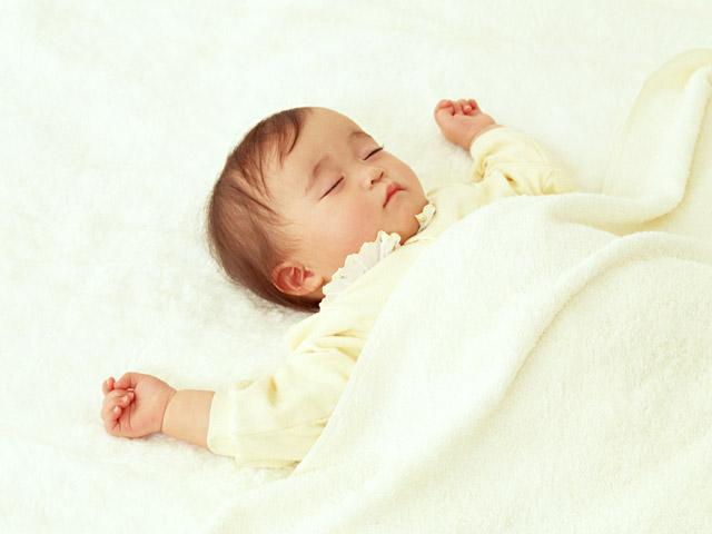 寝る子は育つ。特に夜の睡眠は大事です。