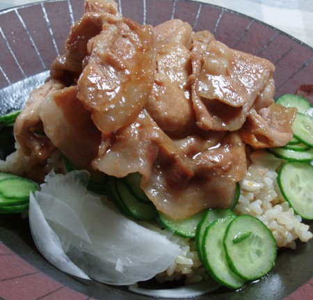 作り置き調味料「すき焼の割り下」で簡単に味付けした豚肉丼