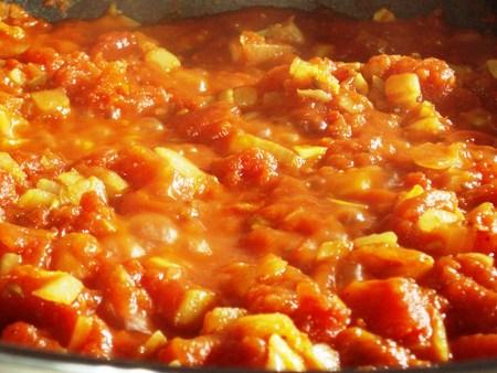 トマトソースの煮始めはこんな感じ