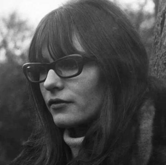 Giles, Giles & Fripp feat. Judy Dyble: I Talk to the Wind (1968) - YouTube