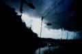 [雨][水滴][窓][信号][雲][空]