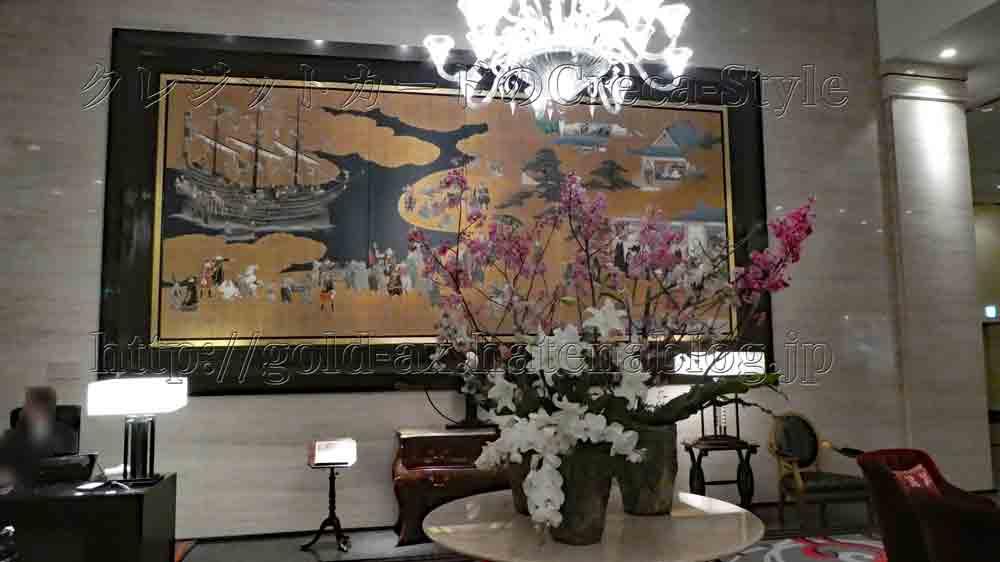 ウェスティンホテル大阪のロビーにある絵と生花