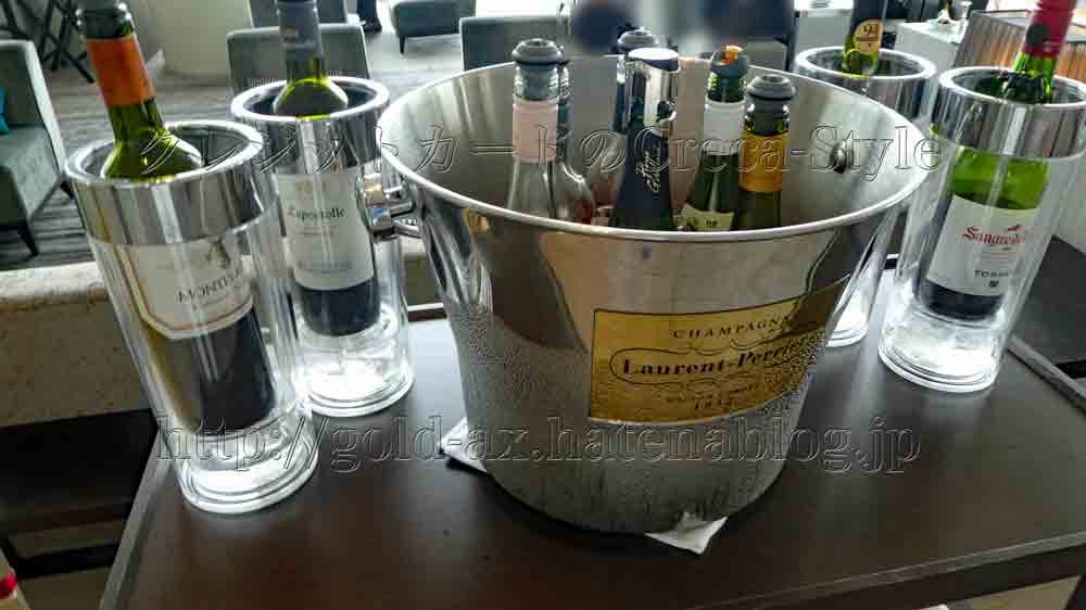 大阪マリオット都ホテルのラウンジでシャンパン