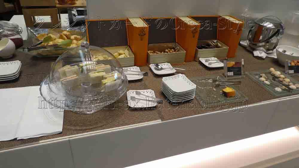大阪マリオット都ホテルのクラブラウンジでサンドイッチ、スコーン、チョコレートが食べられる