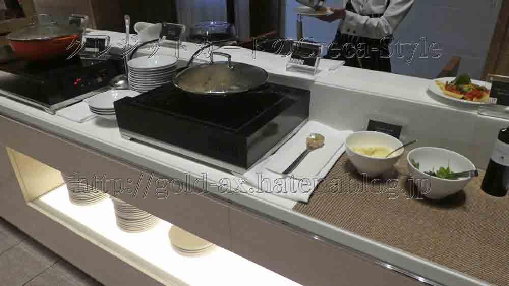 大阪マリオット都ホテルのクラブラウンジ カクテルタイムでポテトとキノコのコンソメスープが美味い