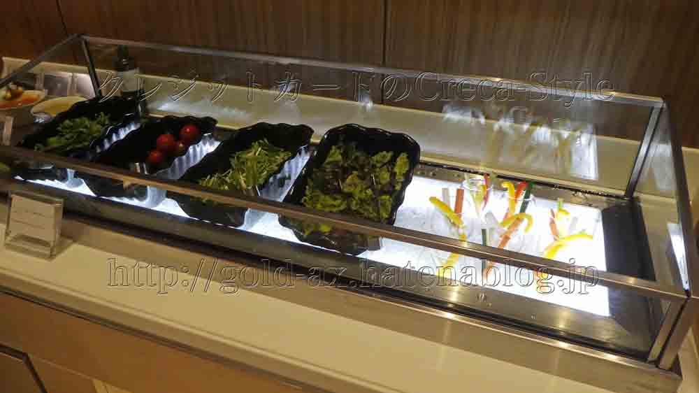 クラブラウンジのカクテルタイムは野菜も充実しています