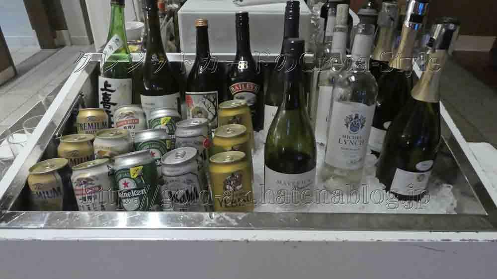 クラブラウンジでビール、ワイン、スパークリングワイン