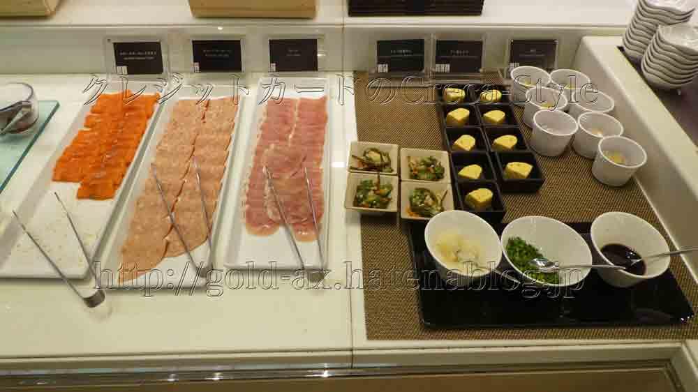 大阪マリオット都ホテルのクラブラウンジで朝食 生ハム、だし巻き卵、サーモン