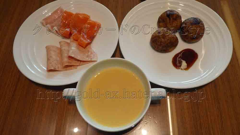 大阪マリオット都ホテルのクラブラウンジで朝食 コーンポタージュ、生ハム