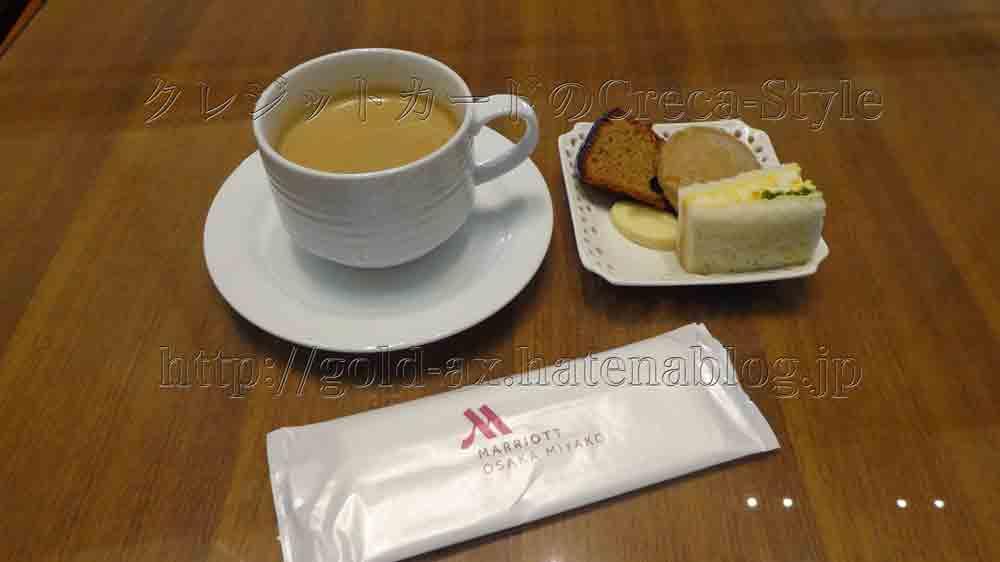 大阪マリオット都ホテルのクラブラウンジで2回目のアフターヌーンティー コーヒーとサンドイッチ