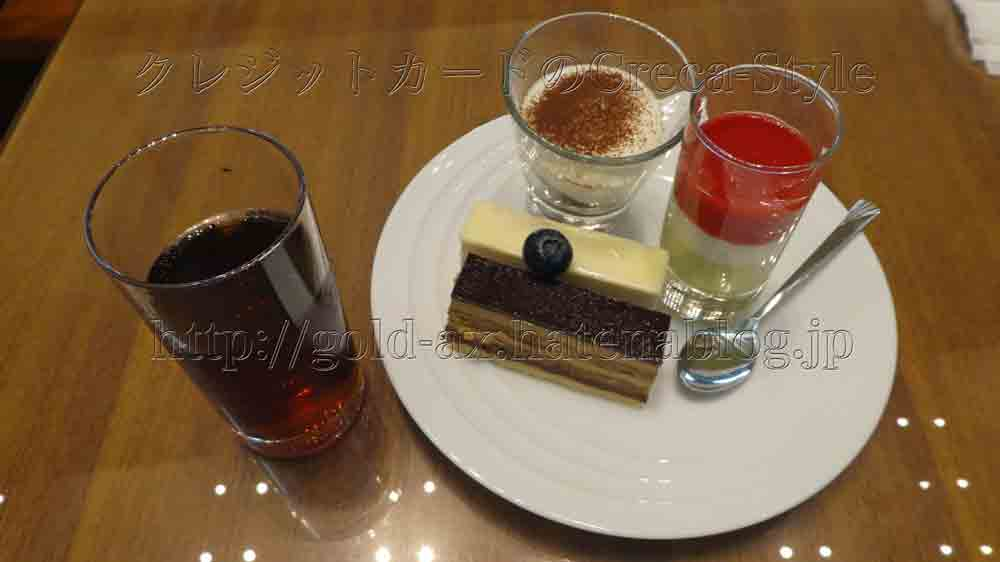大阪マリオットのクラブラウンジでケーキ、ティラミスとパンナコッタ